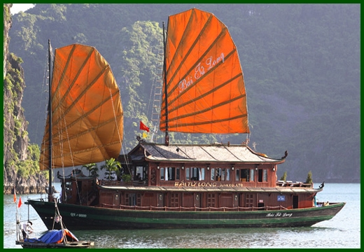 Halong Bay tour - Bai Tu Long junk cruise 3 days 2 nights