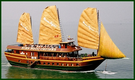 Halong Bay tour - Bien Ngoc junk cruise