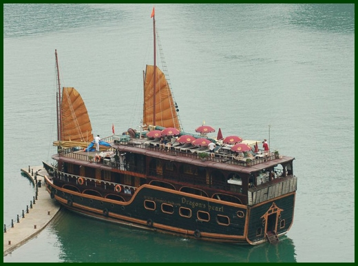 Halong Bay tour - Dragon Pearl junk cruise