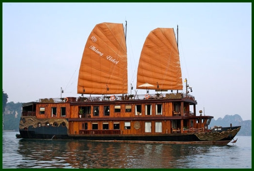 Halong Bay tour - Violet junk cruise
