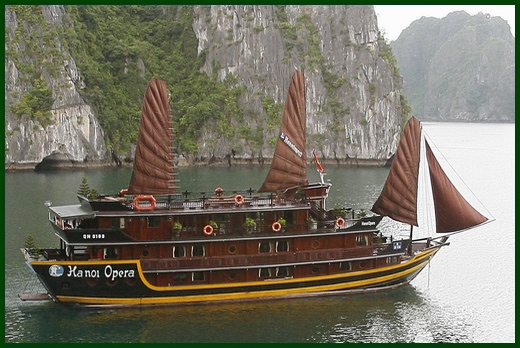 Halong Bay tour - Hanoi Opera junk cruise
