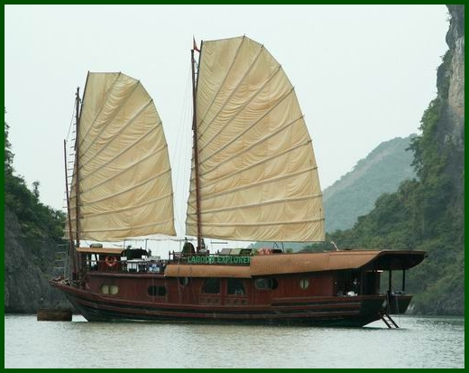 Halong Bay tour - Lagoon Explorer junk cruise