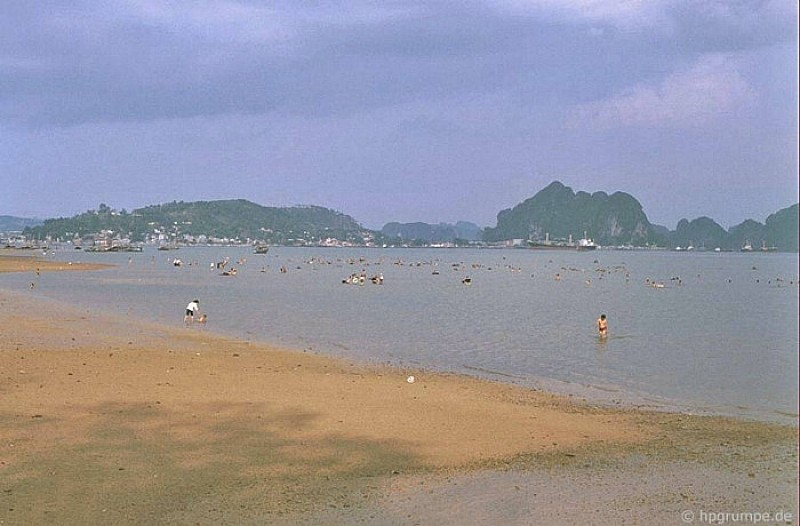 Halong tourism in 1990s